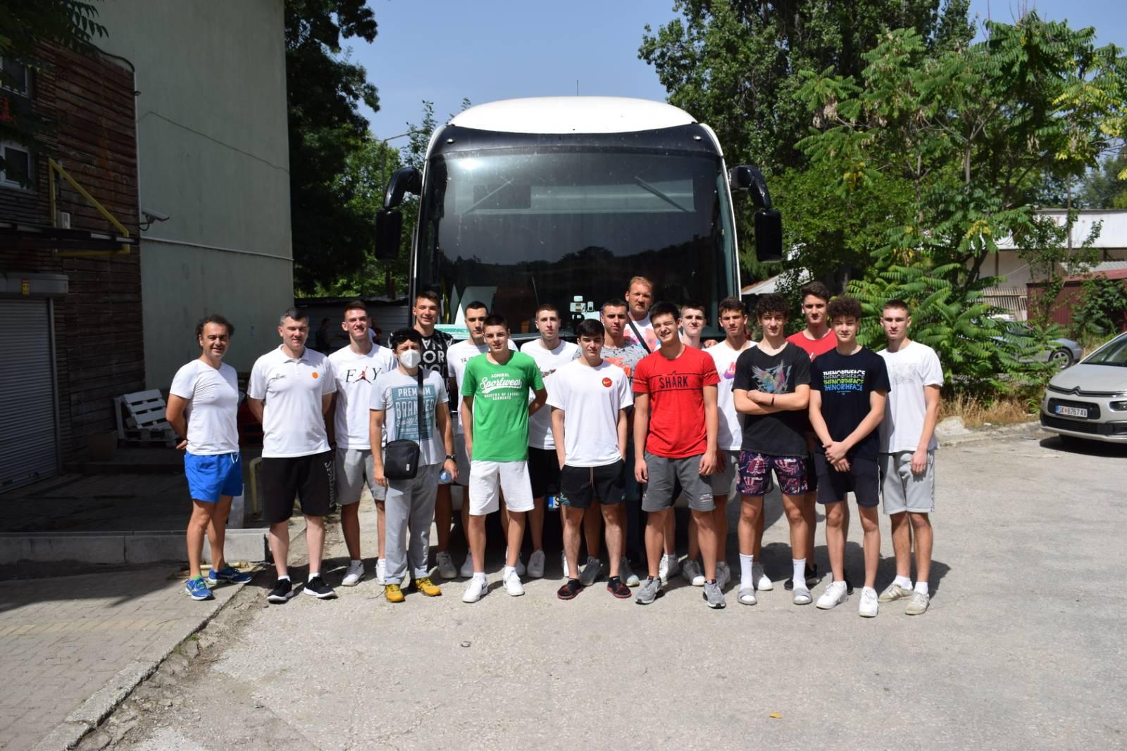 """Младинците на пат за Скопје, јуниорите ги """"менуваат"""" во Маврово"""