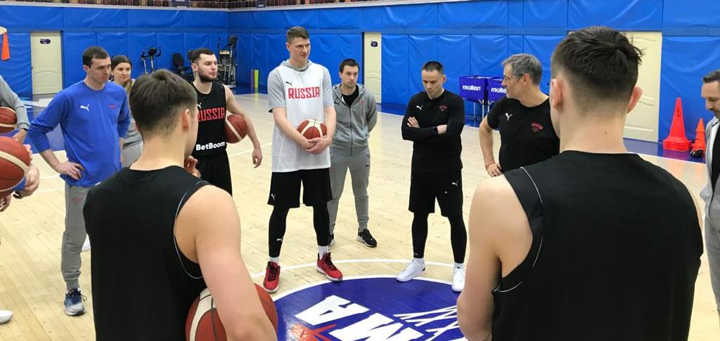 Базаревич ќе напаѓа со 16 кошаркари во Перм