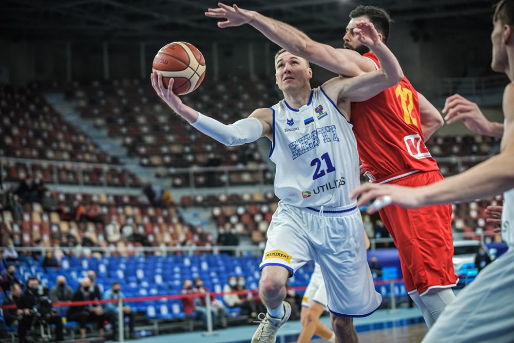 """Бојан Трајковски: """"Ќе им помагам на овие млади кошаркари додека играм кошарка""""!"""