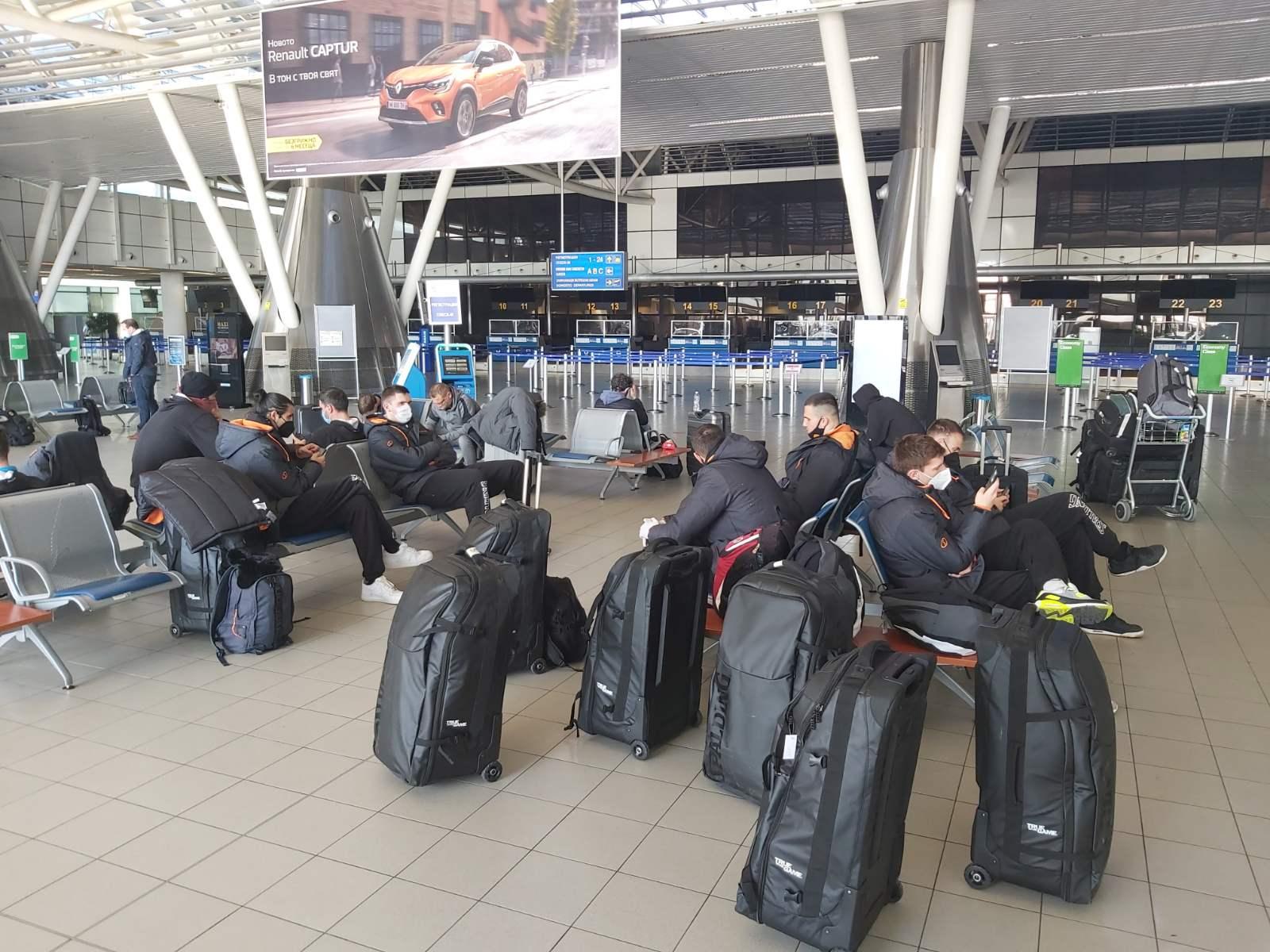 Нашиот национален тим го напушта Талин, и во вторник наутро, тргнува за Скопје