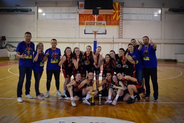 МЛАДИНСКИ ЛИГИ: Кадетките на Крива Паланка се шампиони на Македонија!