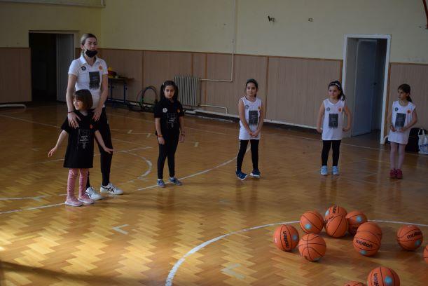 """Уште едно убаво дружење и учење на девојчињата со Јелена Антиќ и проектот """"Her world, her rules"""""""