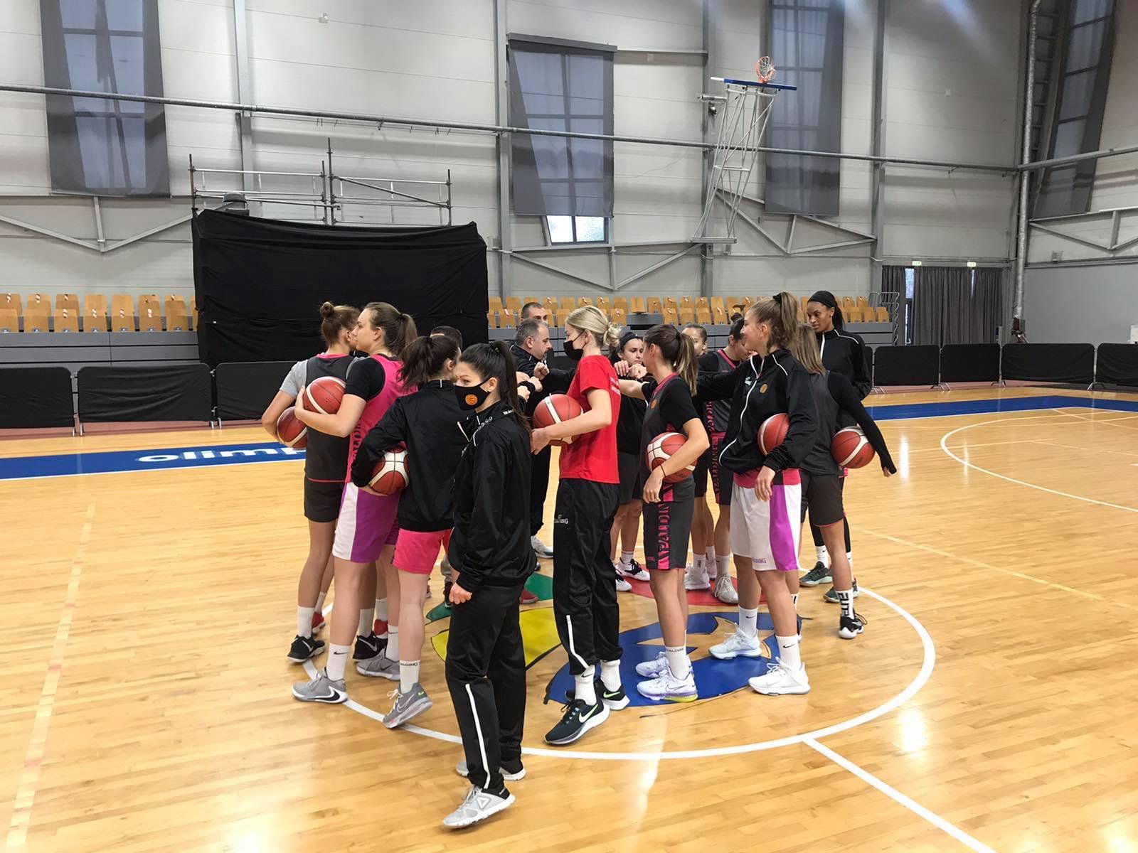 """Тестовите негативни, девојките спремни за """"балонот"""" во Рига"""