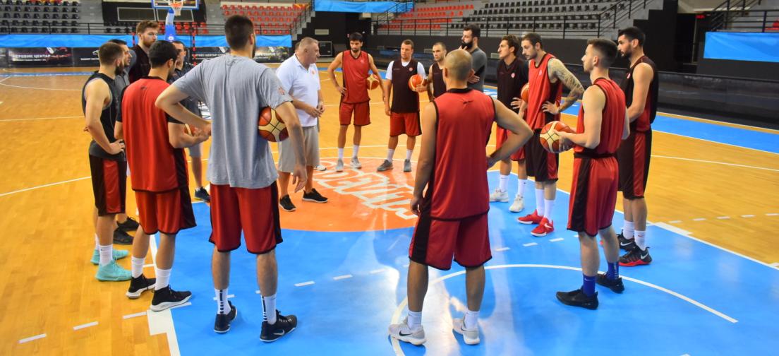 Список на кошаркари повикани за прв собир на сениорска репрезентација