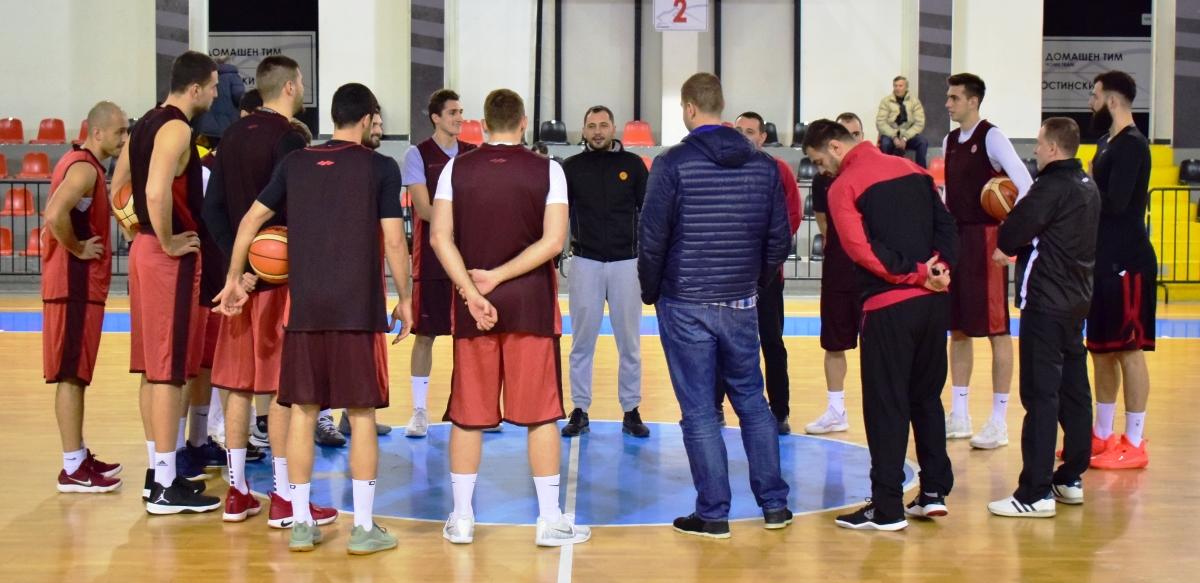 Сениорите го пречекуваат Косово