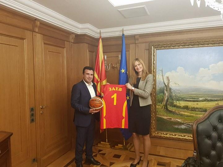 Генералниот секретар на прием кај премиерот на РМ: Нашите најдобри кошаркарки заслужуваат честитки за играта и залагањето
