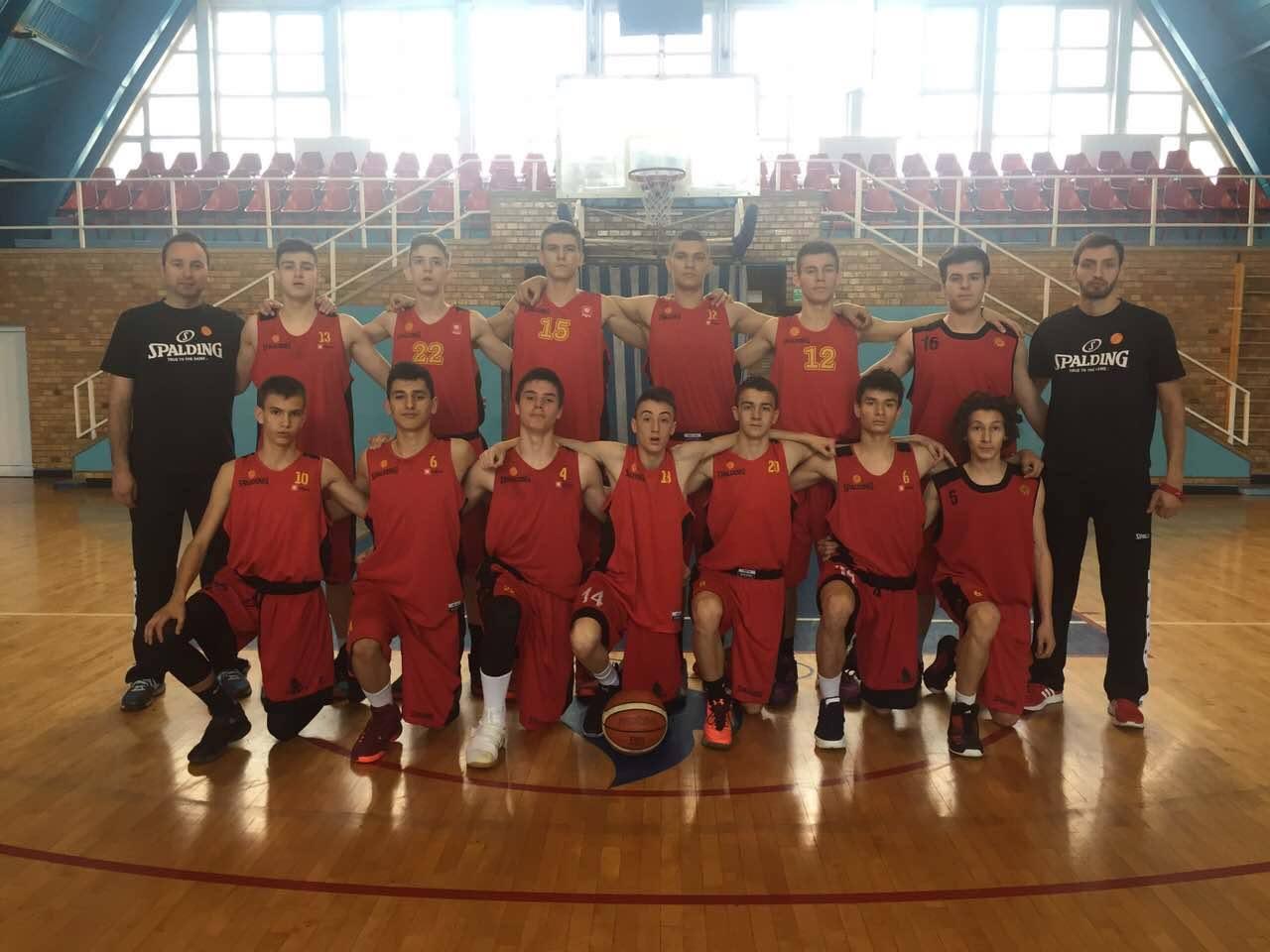 Репрезентативците до 15 години на турнир во Софија