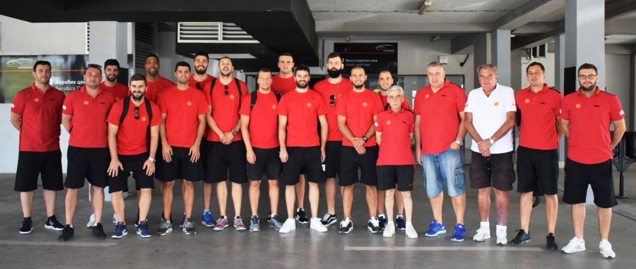 Сениорите заминаа за Косово