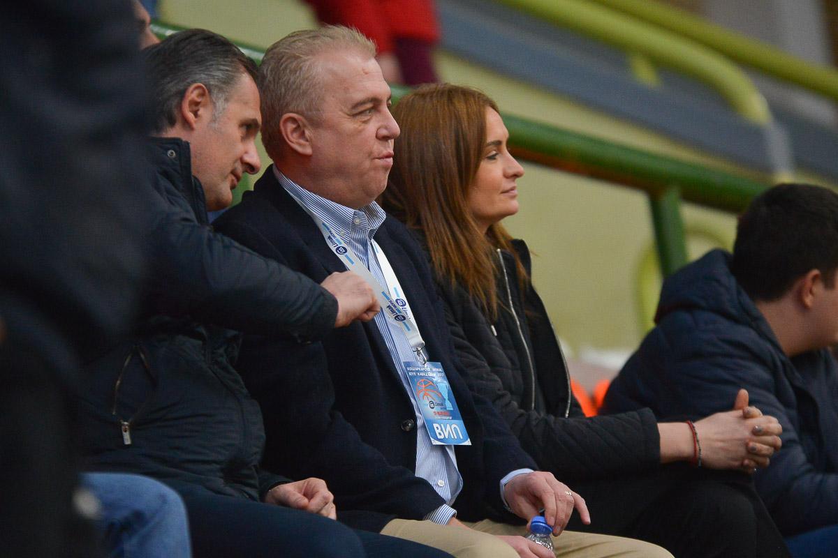 """ФОТО: Генералниот директор на ЛИМАК Холдинг Скопје на трибините во """"Јасмин"""""""