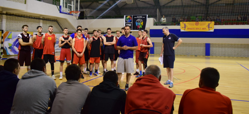 Репрезентативците до 18 години одржаа демонстративен тренинг со Емил Рајковиќ