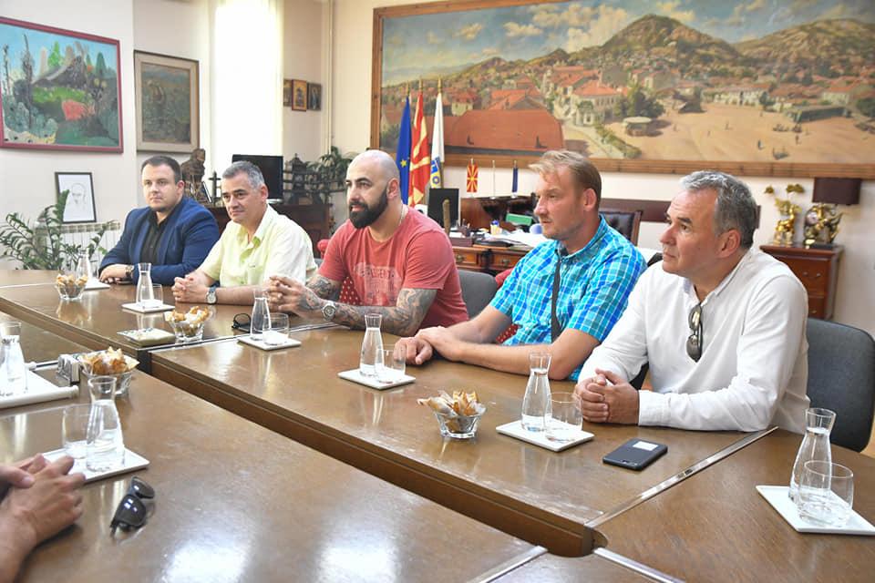 Раководството на КФСМ на работна средба со Општина Струмица