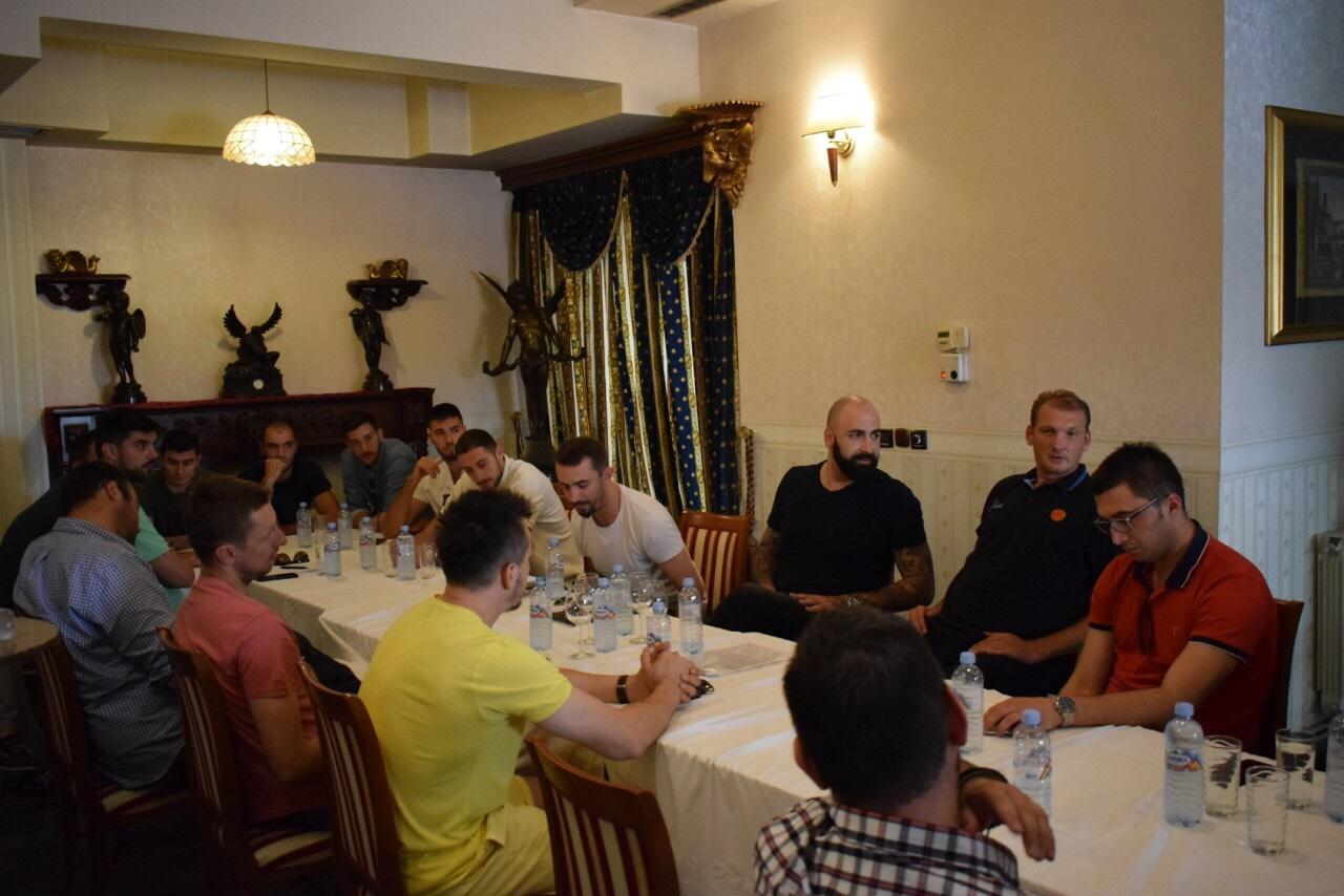 Раководството на КФСМ одржа средба со Прволигашите