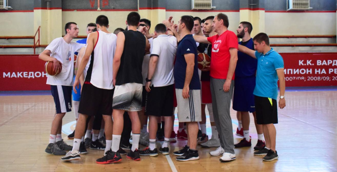 Младинците ја пречекуваат Унгарија