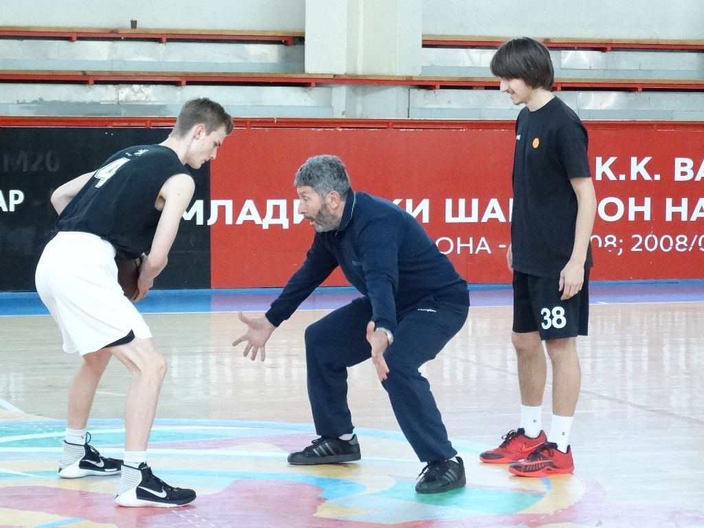 ФОТО+ВИДЕО: Одржан демонстративен тренинг со Јанко Луковски