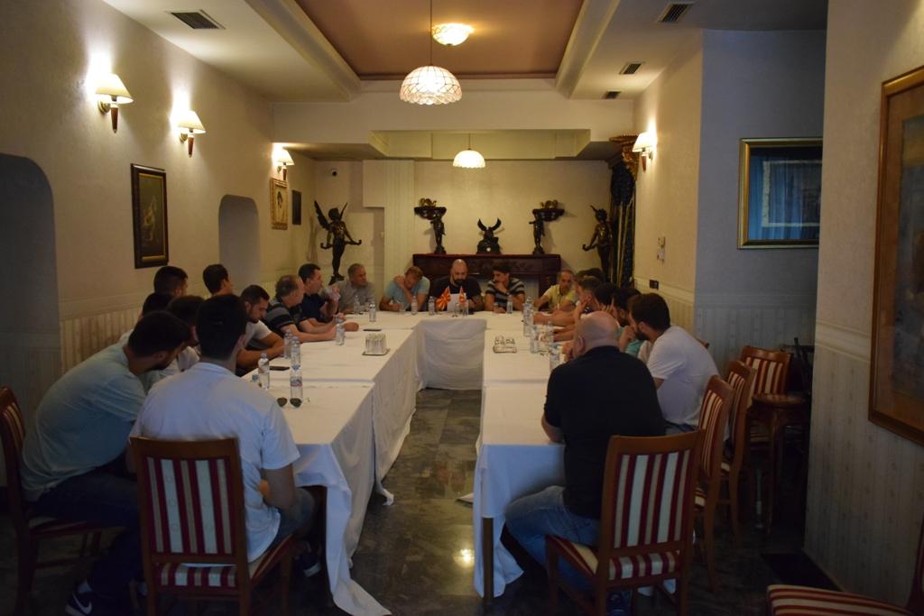 Заклучок од средбата на раководството на КФСМ со Прволигашите