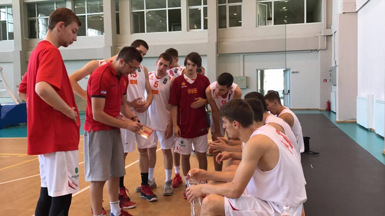 Јуниорите со победа над Бугарија
