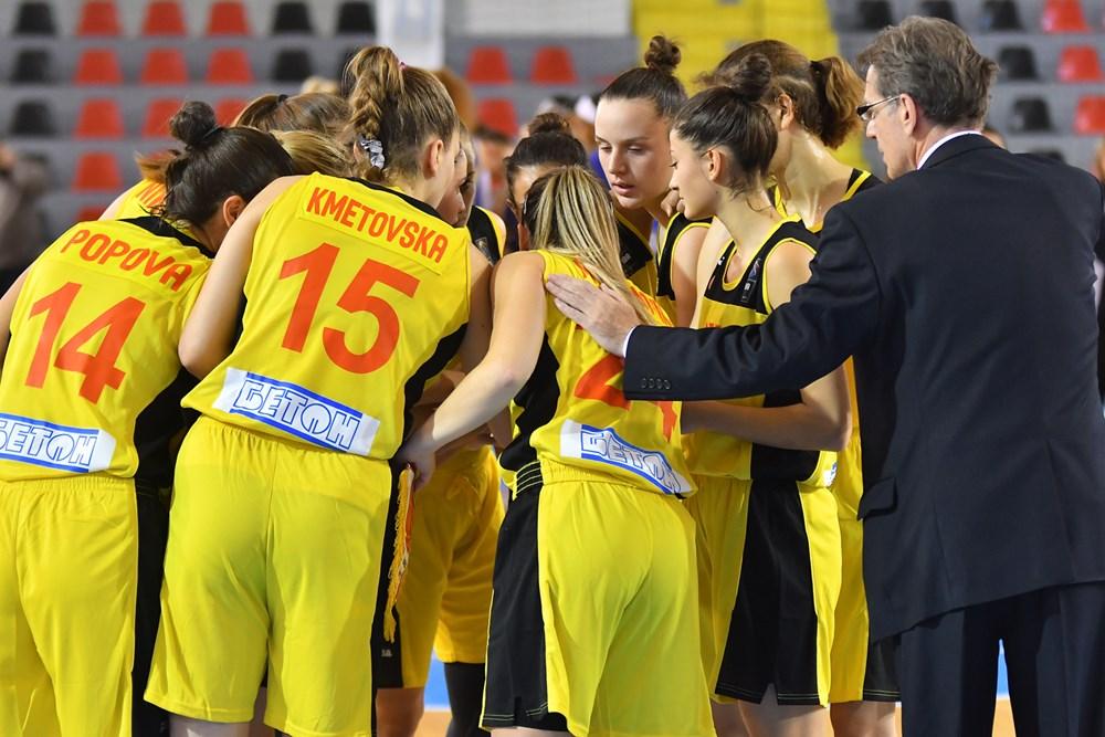 Список на кошаркарки повикани за сениорска репрезентација