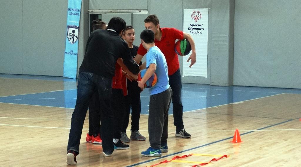 Демо-тренинг за мини-баскет кај лицата со попреченост
